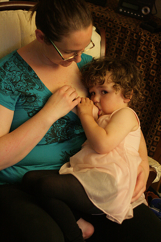 breastfeeding toddle